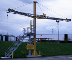 Single pole fall arrest system